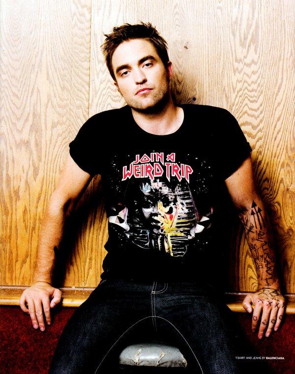 Robert Pattinson pose pour Blackbook Magazine.
