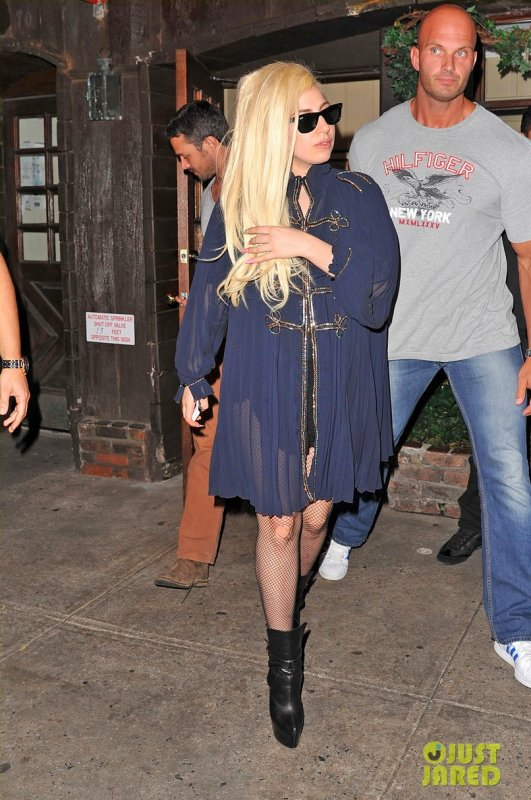 Lady Gaga sort dinner avec son boyfriend. New York