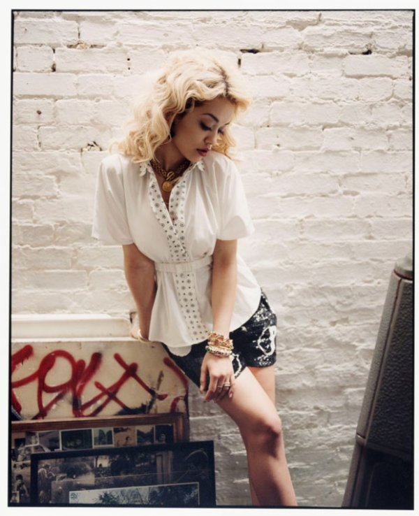 Rita Ora pose pour Asos.