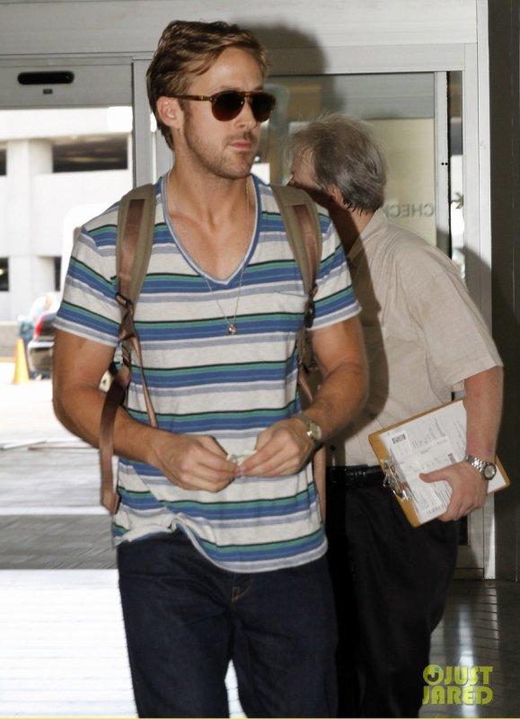 Ryan Gosling à l'aéroport.