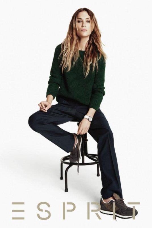 Erin Wasson pose pour Esprit.