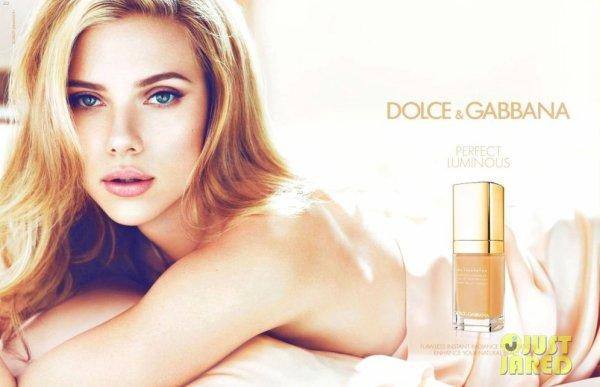 Scarlett Johansson pose pour D&G.