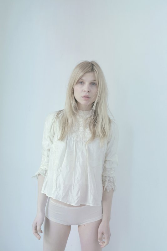 Clémence Poesy pose pour The Lab Magazine.