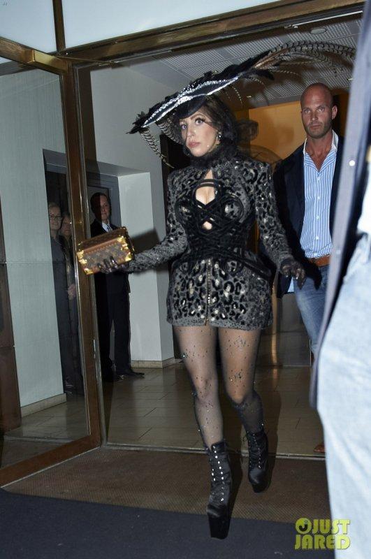 Lady Gaga quitte son hôtel. Danemark