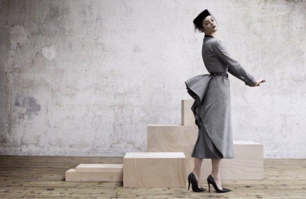Marion Cotillard pose pour Dior Magazine.