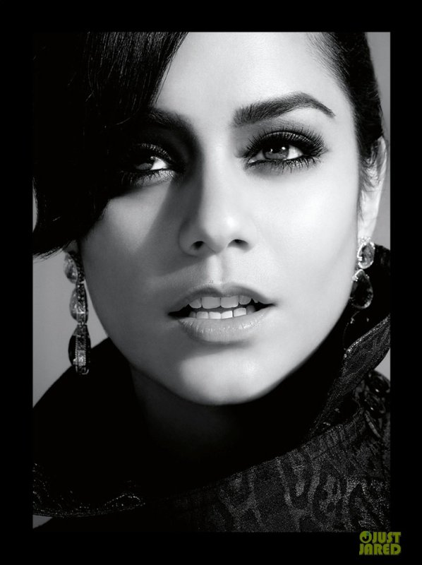 Vanessa Hudgens pose pour Untitled Magazine.