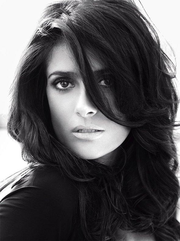 Salma Hayek pose pour Vogue.
