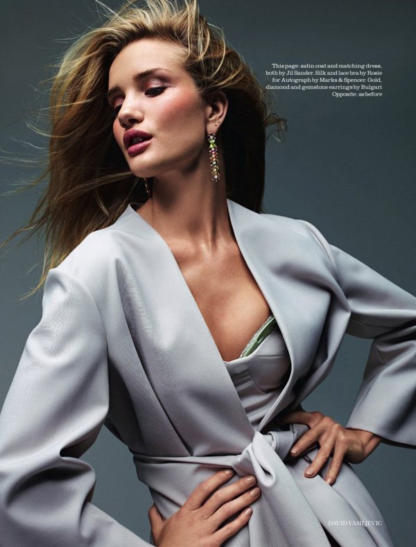 Rosie Huntington Whiteley pose pour ELLE.