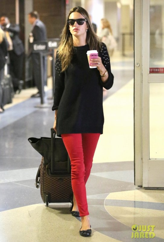 Alessandra Ambrosio à l'aéroport LAX. Los Angeles