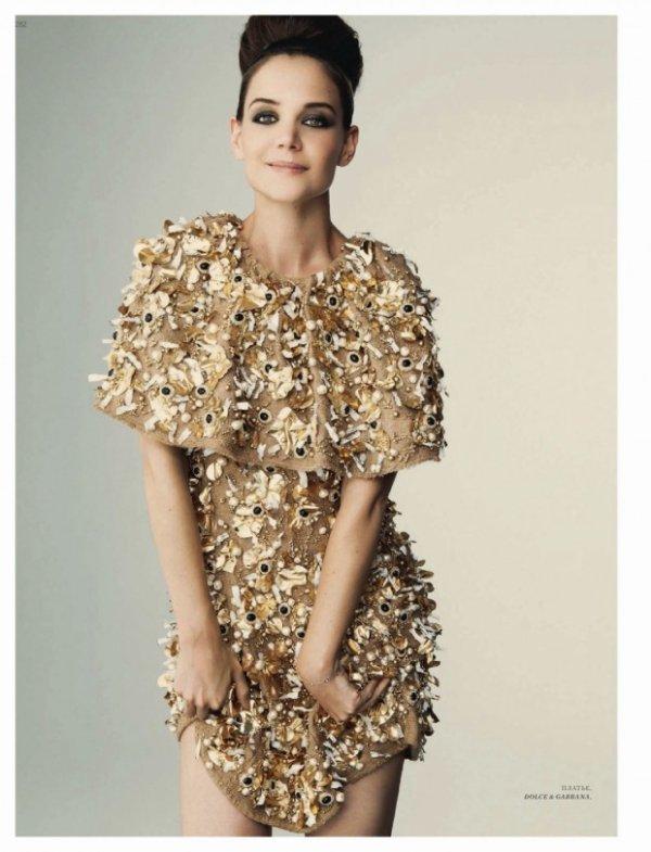 Katie Holmes pose pour Harper's Bazaar.