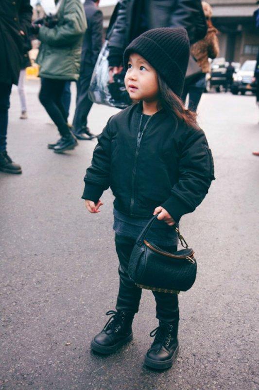 Aila Wang (l) 3 ans, nièce d'Alexander Wang