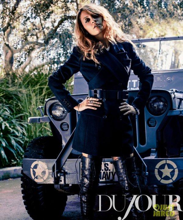Nicole Richie pose pour DuJour.