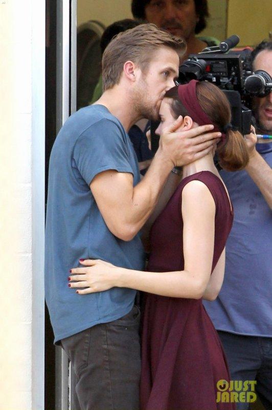 Ryan Gosling sur le tournage d'un film.