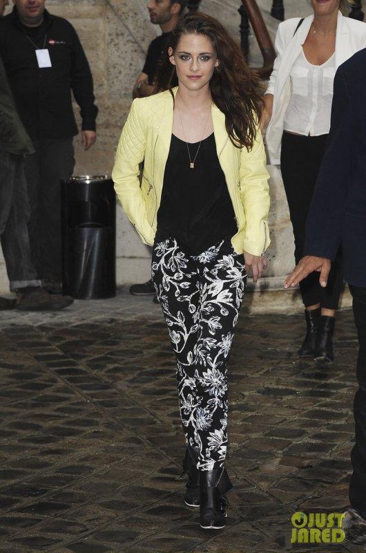 Kristen Stewart au défilé Balenciaga. Paris