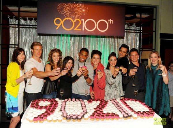Les acteurs de 90210 fêtent le 100ème épisode de la série. Manhattan Beach, Californie