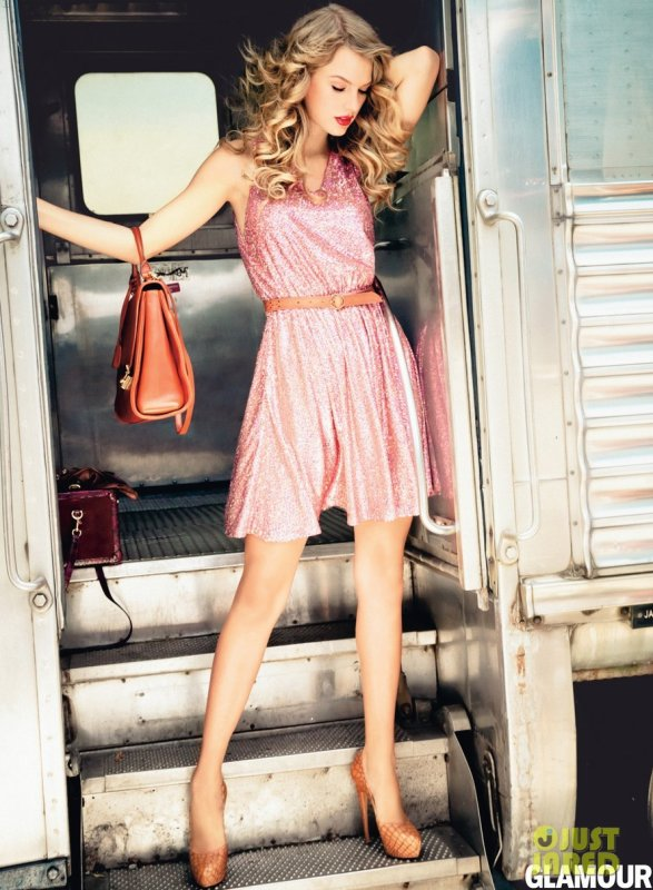 Taylor Swift pose pour Glamour.