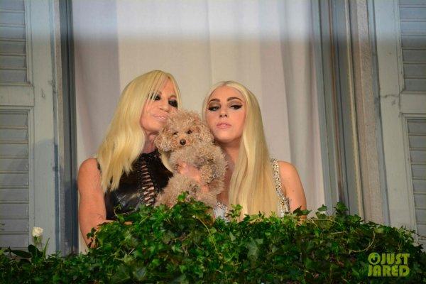 Lady Gaga a rencontré Donatella Versace. Milan, Italie