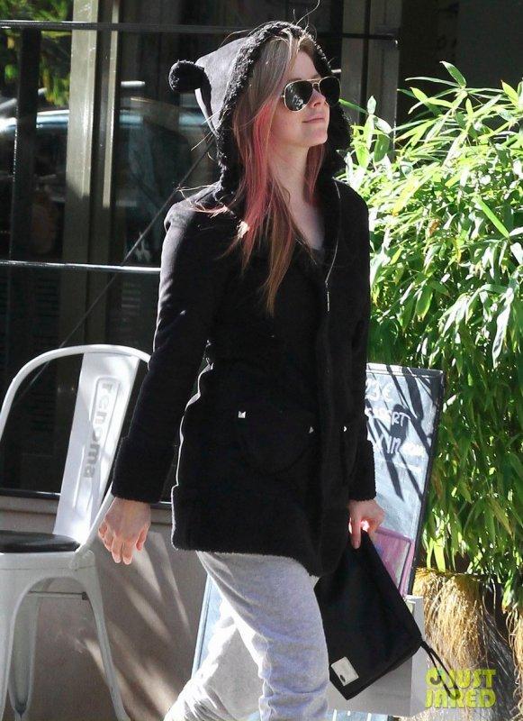 Avril Lavigne de sortie. Paris