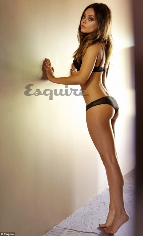 Mila Kunis pose pour Esquire.