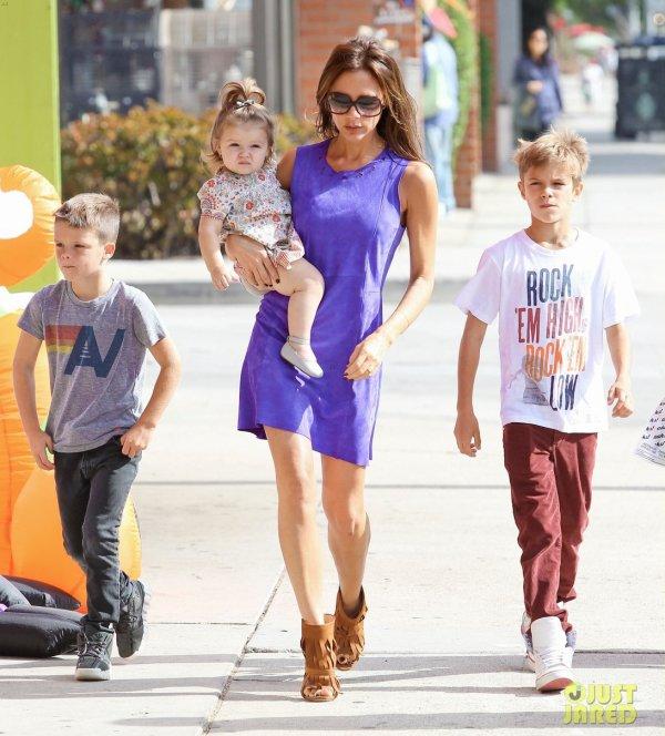 Victoria Beckham de sortie en famille.