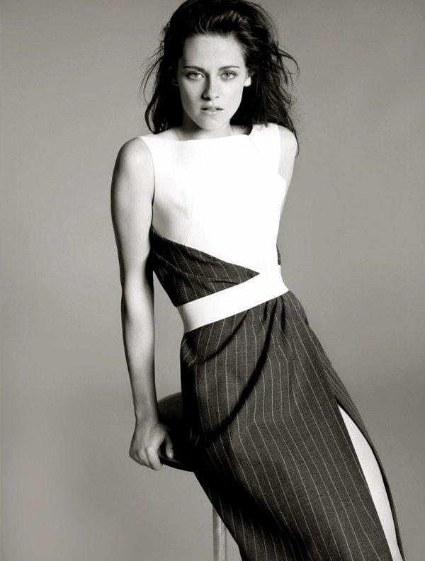 Kristen Stewart pose pour Balenciaga.