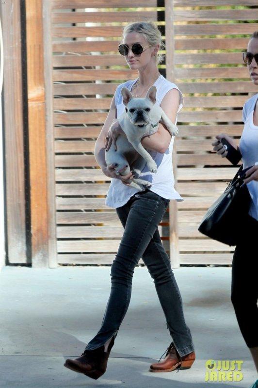 Ashley Simpson de sortie. Los Angeles