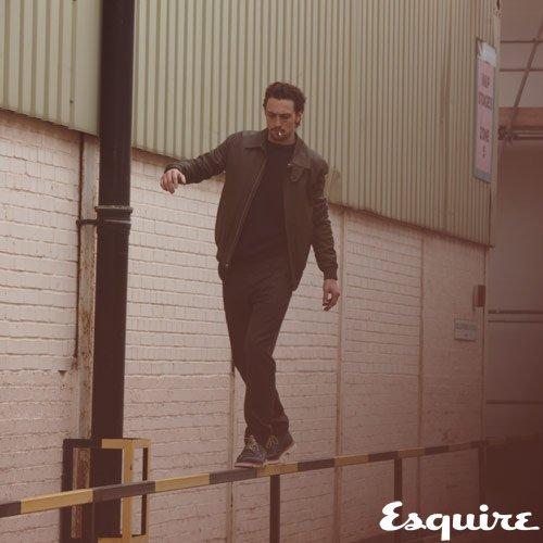 Aaron Taylor-Johnson pose pour Esquire.