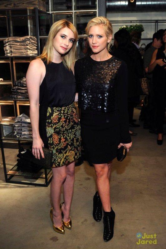 Emma Roberts et Brittany Snow à l'ouverture d'une boutique. Los Angeles
