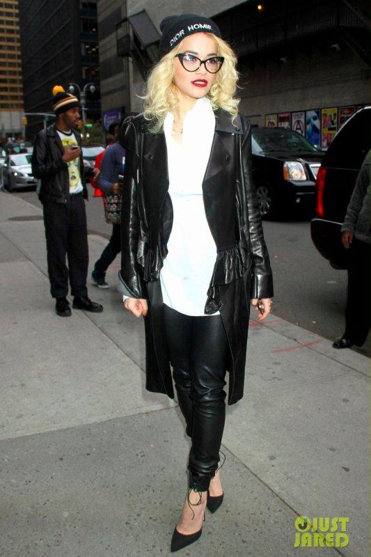Rita Ora de sortie.