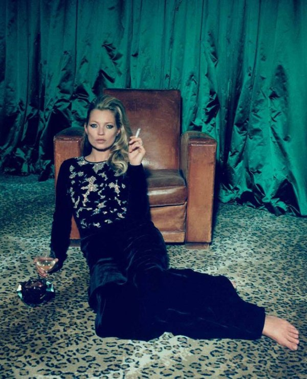 Kate Moss pose pour Centrefold.