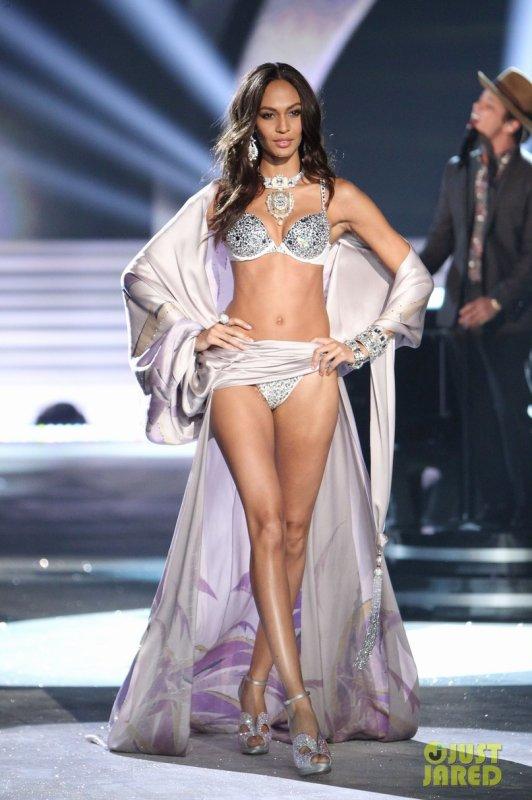 Victoria's Secret Fashion Show 2012  Lindsay Ellingson, Hilary Rhoda, & Bregje Heinen