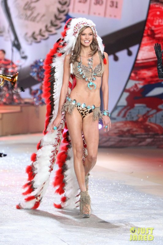 Victoria's Secret Fashion Show 2012  Karlie Kloss & Lily Aldridge