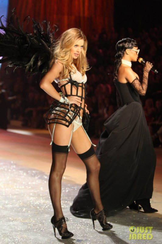 Victoria's Secret Fashion Show 2012  Candice Swanepoel & Doutzen Kroes