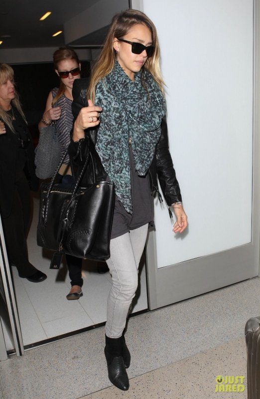 Jessica Alba à l'aéroport LAX. Los Angeles