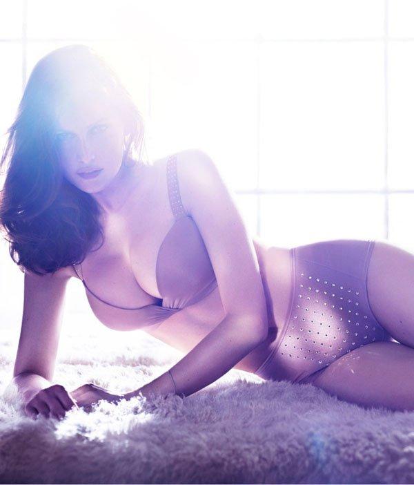 Laetitia Casta pose pour H&M.