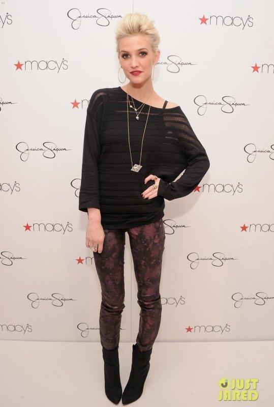 Ashlee Simpson à des évènements pour la collection de sa soeur.
