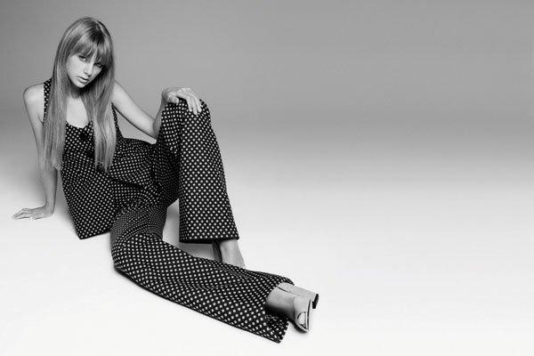 Taylor Swift pose pour Harper's Bazaar.