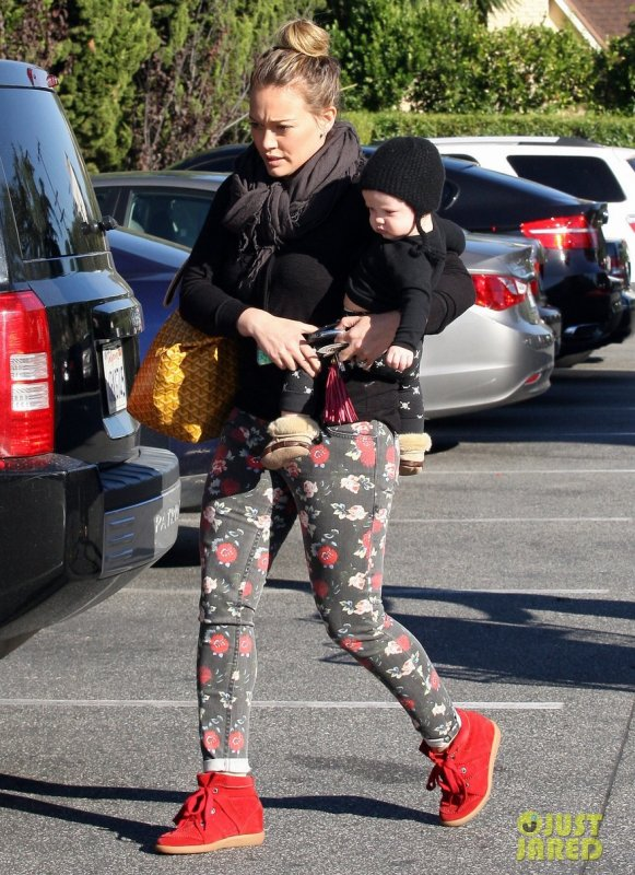 Hilary Duff fait du shopping avec son fils. Los Angeles