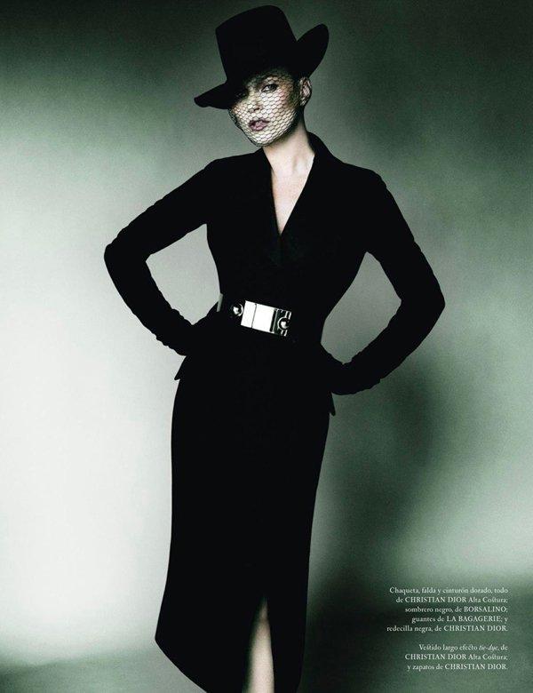 Kate Moss pose pour le Vogue Espagnol.