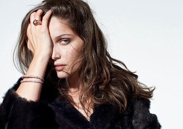 Laetitia Casta pose pour The Sunday Times Style.