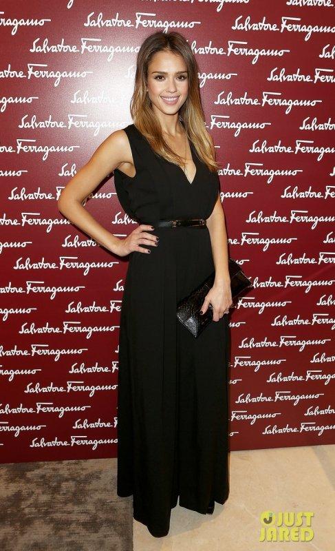 Jessica Alba et Camilla Belle à un évènement. Londres