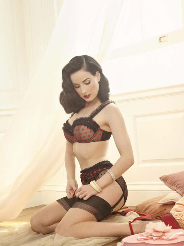 Dita Von Teese lance une collection de lingerie sur Asos source : GlamourParis.com