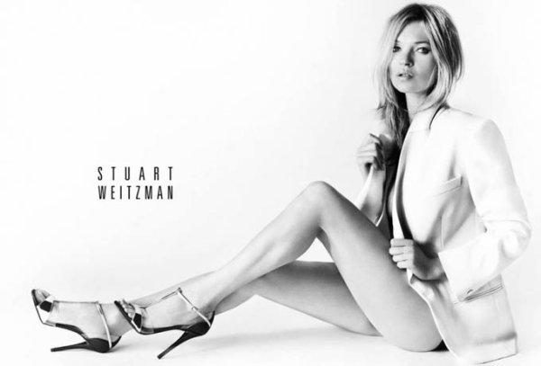 Kate Moss pose pour Stuart Weitzam.
