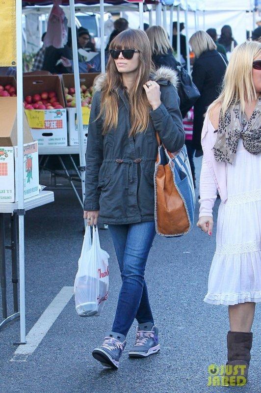 Jessica Biel fait du shopping. Studio City, Californie