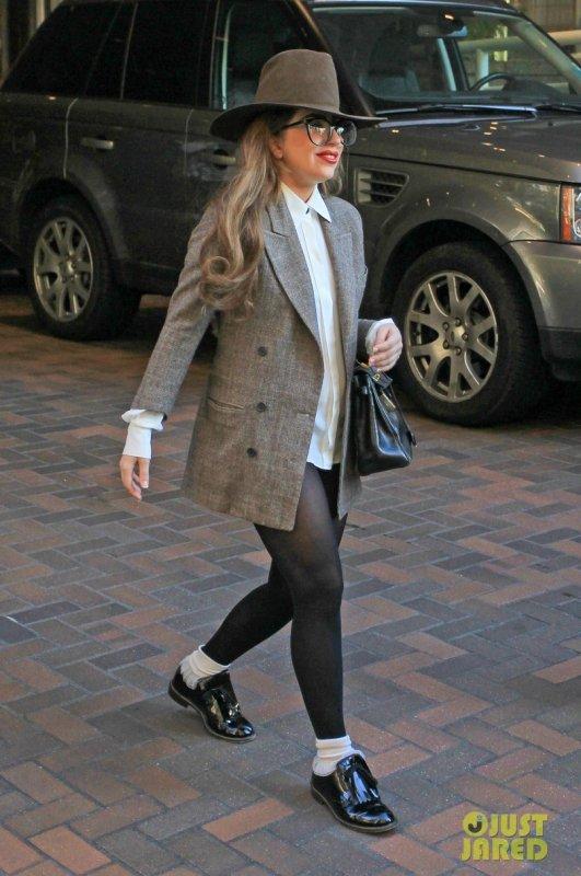 Lady Gaga sort de son hôtel. Vancouver, Canada