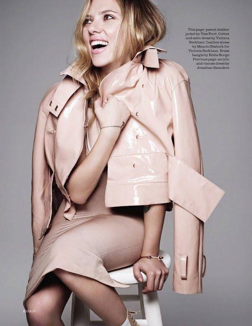 Scarlett Johansson pose pour ELLE.