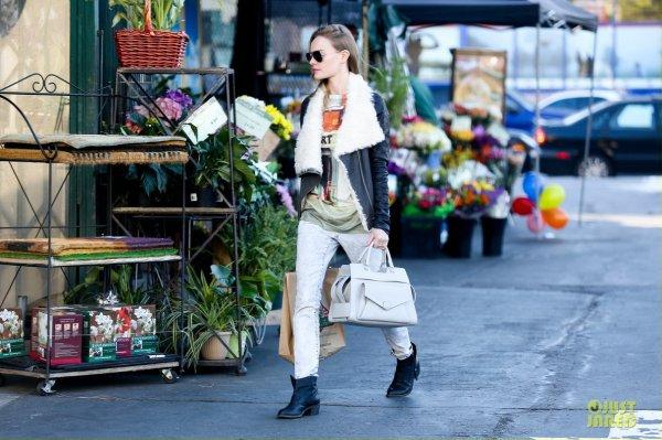 Kate Bosworth fait des courses. West Hollywood, Californie
