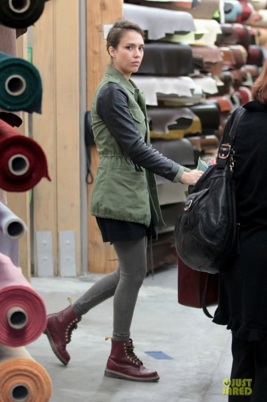 Jessica Alba fait des courses. Los Angeles