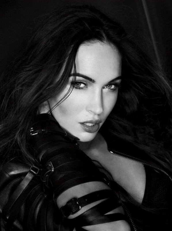Megan Fox pose pour Esquire.