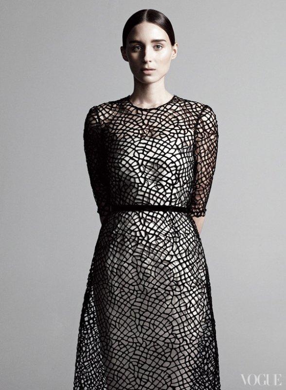 Rooney Mara pose pour Vogue.